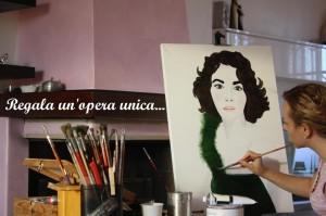 La pittrice Emanuela Calabrese a lavoro