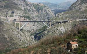 Il viadotto Platano che segna il confine Campania-Basilicata