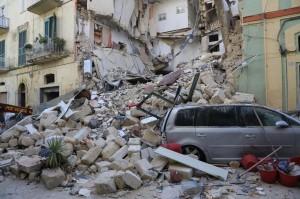 La palazzina crollata in Vico Piave