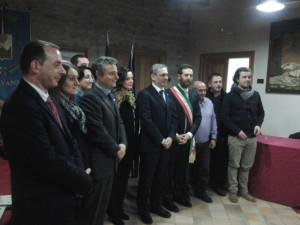 Foto di gruppo: il Consiglio comunale di Balvano con i dirigenti Ferrero, Scarsese e Nappo