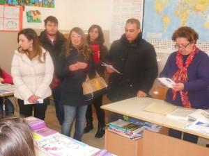 Il sindaco Laurino con i volontari del Servizio Civile durante l'incontro con gli alunni del Comprensivo