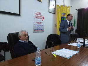 I consiglieri comunali Vincenzo Felitti e Rocco Carleo durante un'assemblea