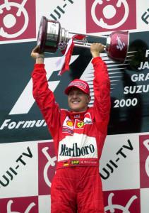 Schumacher sul podio dopo la vittoria nel GP del Giappone