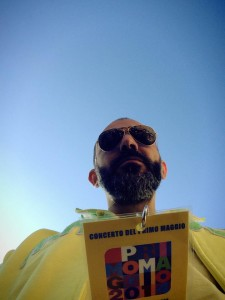 #selfie Il cantante Spagnoletta all'arrivo a Roma
