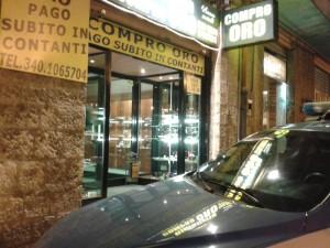 """A Potenza rapina in un """"Compro oro"""", in via Mazzini"""