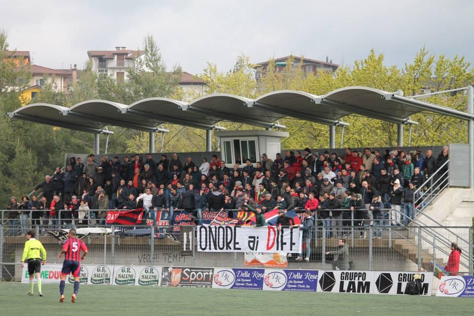 I tifosi del Potenza ieri a Picerno (ACROCALCIO)