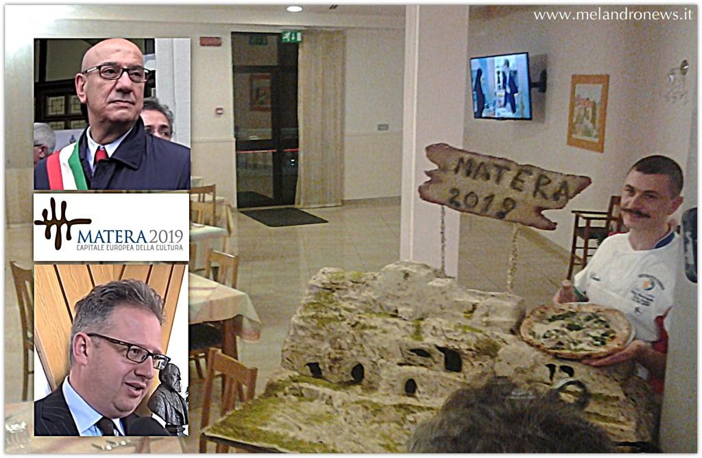 Il sindaco di Matera, Salvatore Adduce, il presidente della Provincia di Potenza NIcola Valluzzi e a destra Claudio Santarsiero con la pizza Matera 2019