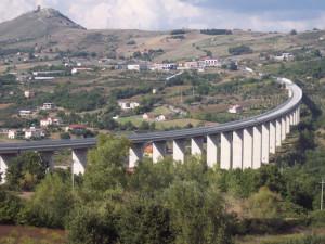 """Il viadotto """"Melandro"""" sulla Tito-Brienza"""