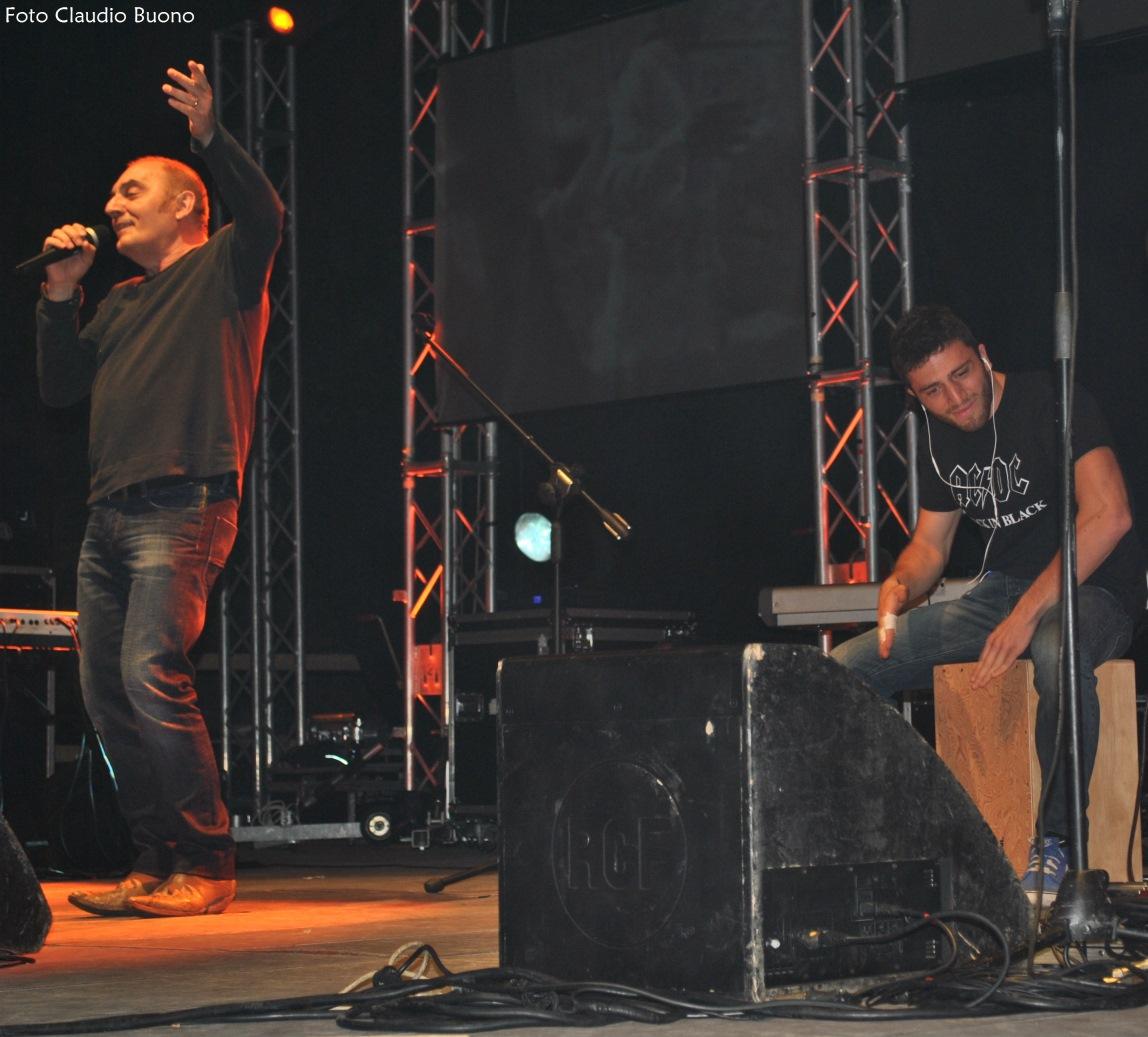 Il concerto a Vietri di Potenza del 15/08/2014: Mango e il figlio Filippo