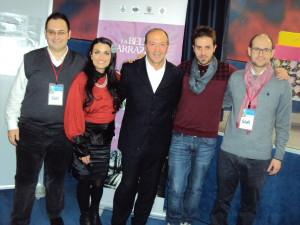 Il dirigente Mario Coviello insieme ai vincitori della sezione musica, Concetta De Rosa e Rocco Sabia, oltre allo staff