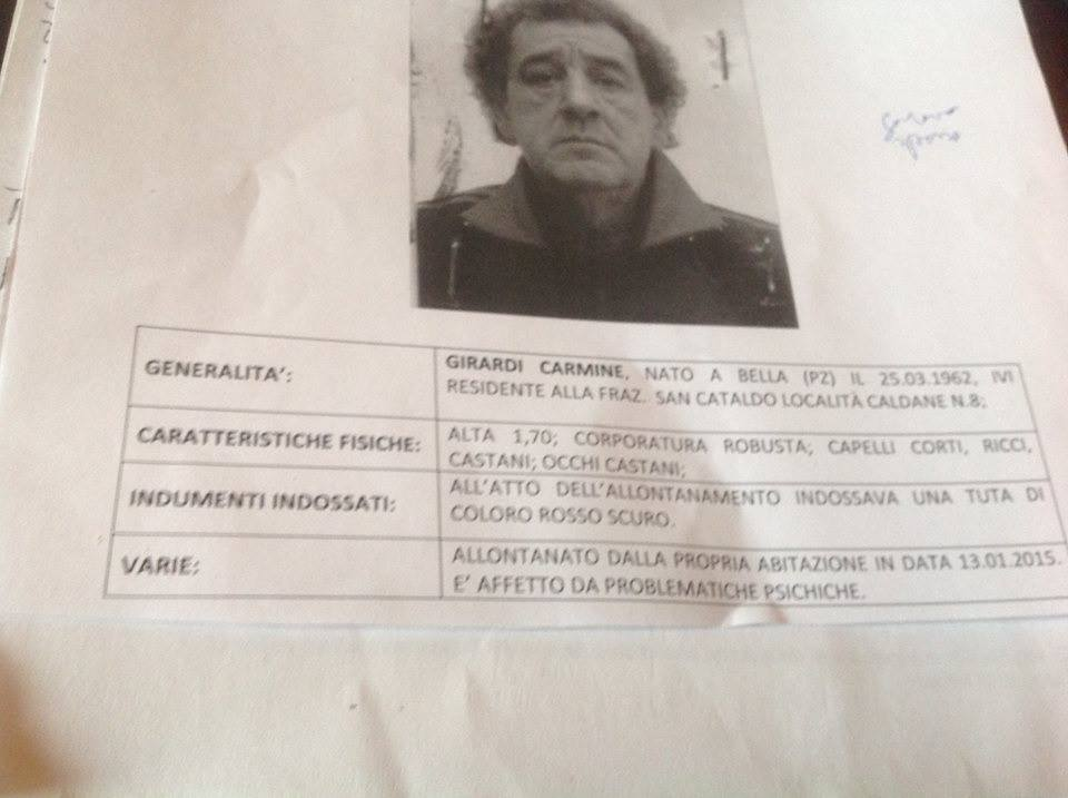 La locandina con la foto e informazioni su Carmine, scomparso da San Cataldo di Bella il 13 gennaio scorso (foto Michelangelo Russo)