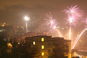Fuochi e botti in tutte le città nella notte di Capodanno