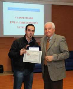 Il vincitore Carriero Luciano premiato dal sindaco Nella
