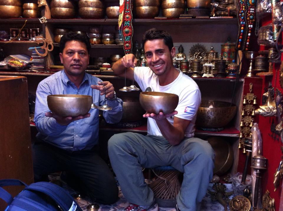 Rocco -a destra- in una foto scattata a Katmandu qualche giorno prima del terremoto