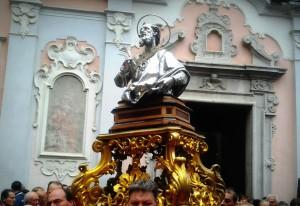 Statua di Sant'Anselmo Martire all'uscita dalla Chiesa Madre