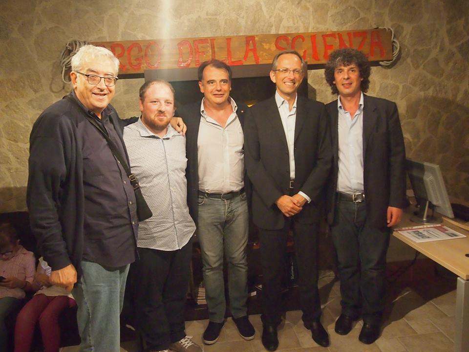 Benedetto Vigna con i giornalisti Brancati e Buono e con Gioioso e Famularo dell'Associazione Borgo della Scienza