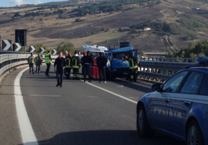 Il camioncino su cui viaggiavano le due vittime (foto TRM TV)