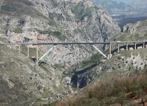 Il viadotto Platano segna i confini Campania-Lucania:tra i comuni di Romagnano e Vietri di Potenza