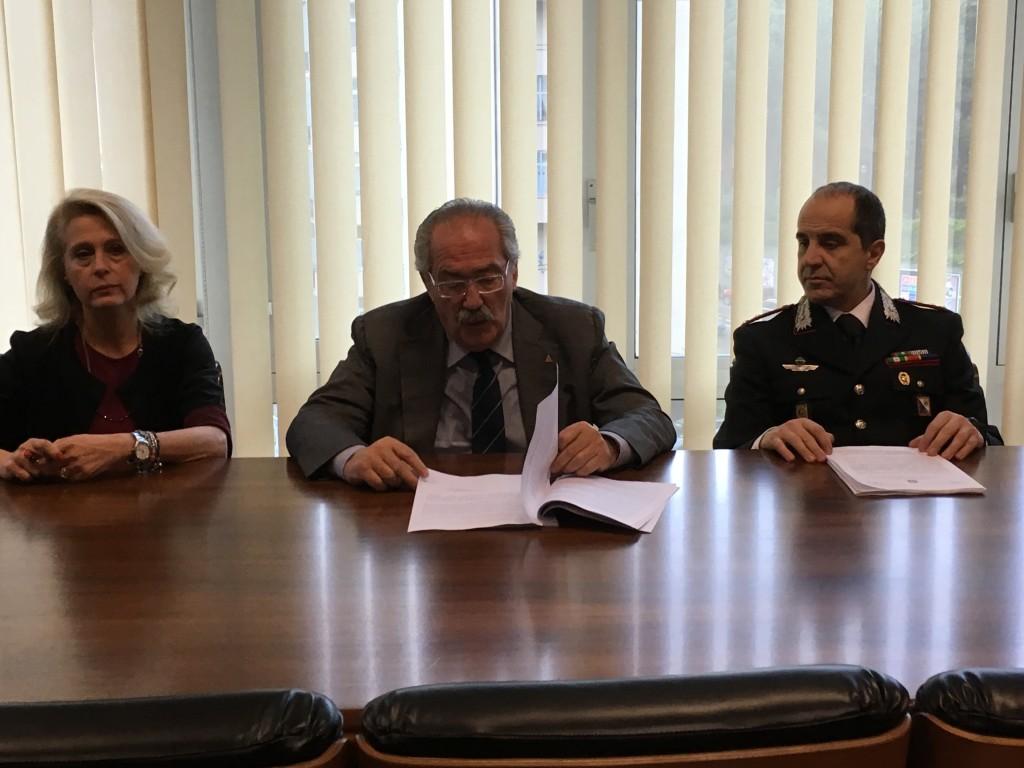 Il Procuratore Luigi Gay con il Capitano Antonio Milone durante la conferenza stampa di oggi