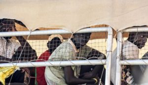 Sbarco migranti VIbo MArina 01-08-2016 (33)